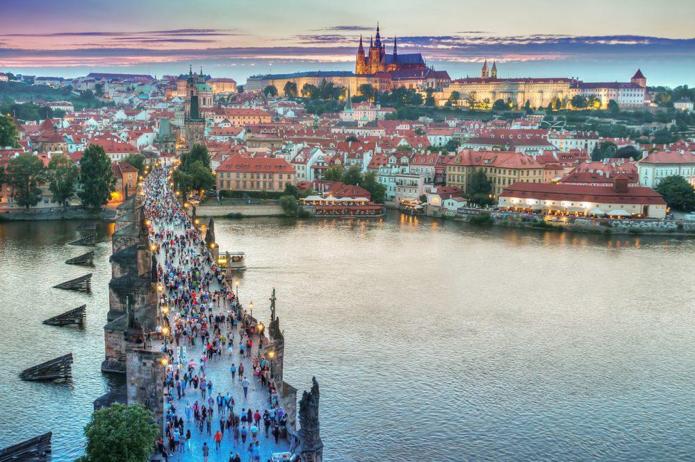Praga by night: sul Ponte Karlo, difficile non farlo!