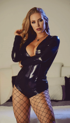 nicole aniston hot